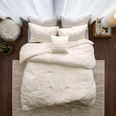 What Is A Mini Comforter Set? A Complete Guide